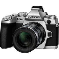 Digitale fotocameras - Olympus E-M1 Body 16 Mpix Zilver Kit Incl. EZ-M1250 Zwart - V207015SE000